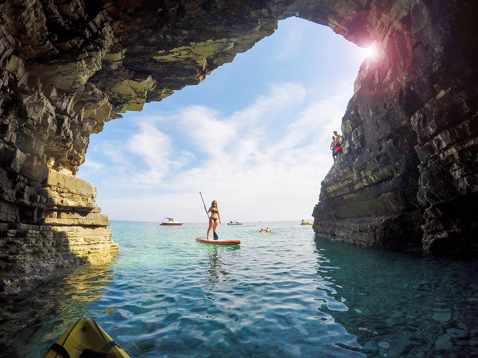 Sup tour around islands